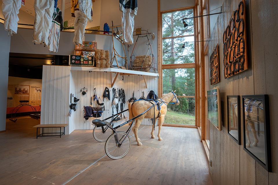 Utställningar-Stallgången-Trähäst-1